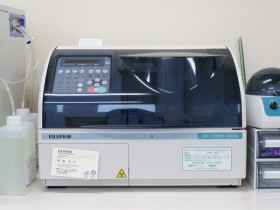 全自動生化学分析装置の写真